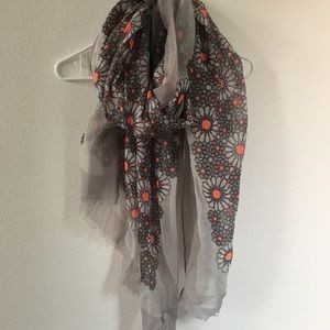 Steve Madden gray geometric floral print scarf